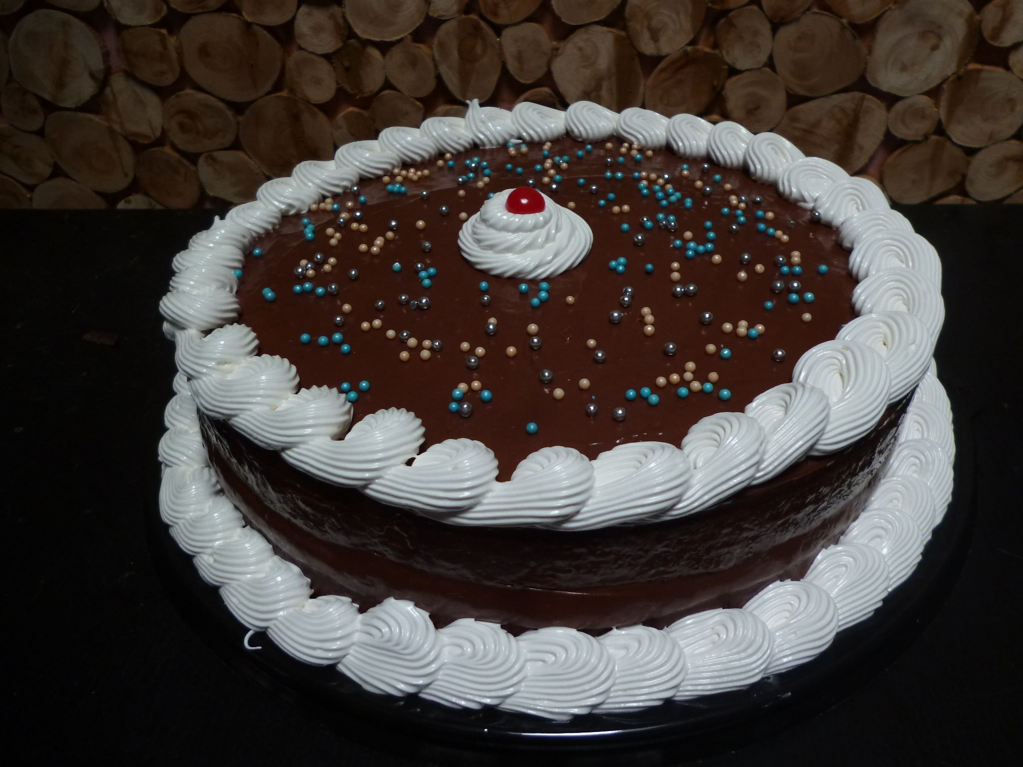 Pastel de vainilla tipo americana con ganache de chocolate semi ...