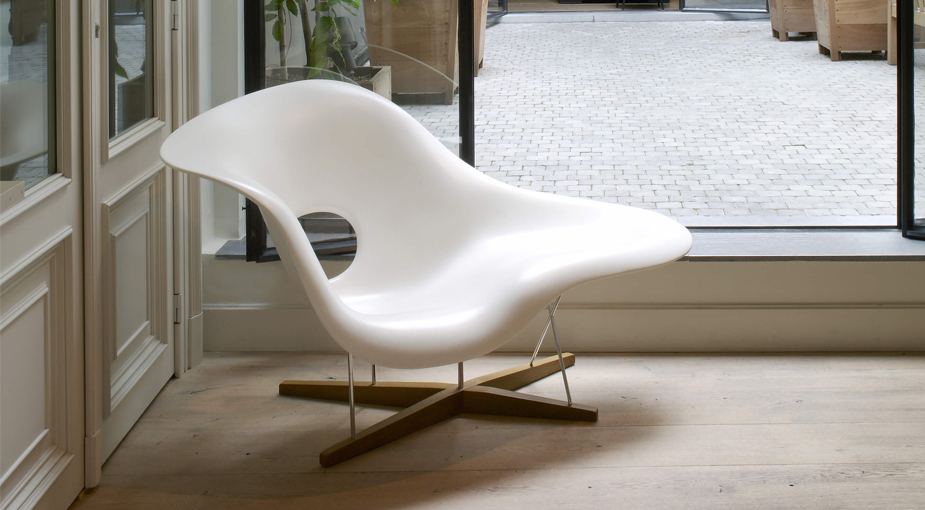 La Chaise By Charles Ray Eames Vitra Seating Fiberglass Chrome Steel Natural Oak Eames Chaise Lounge Eames Lounge Chair Lounge Chair Design