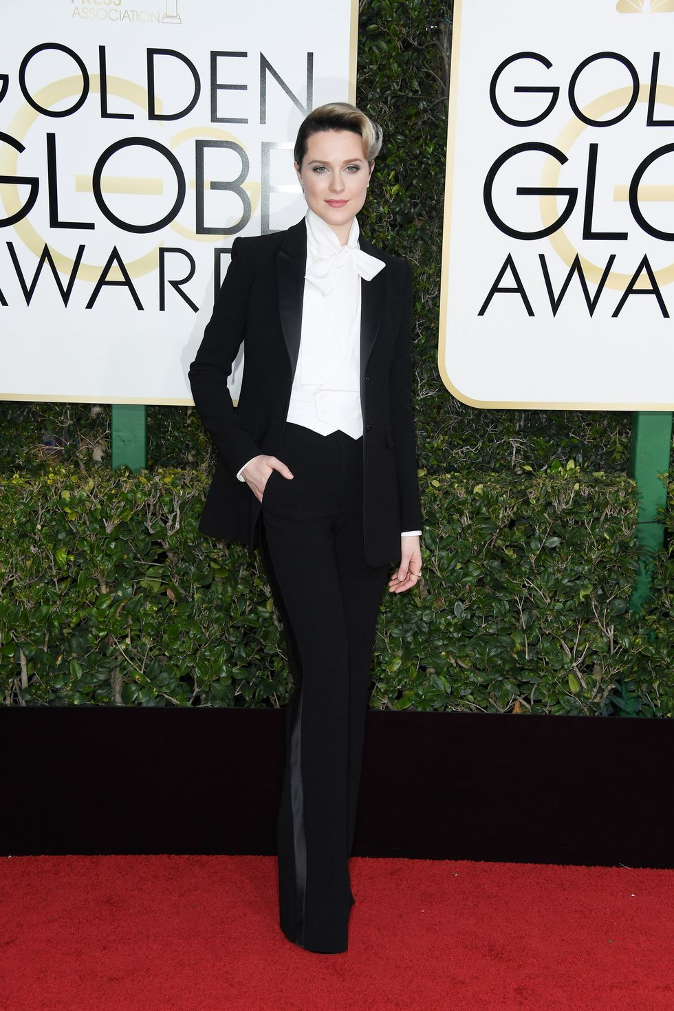 The Best All-Black Outfits From The Golden Globes photo