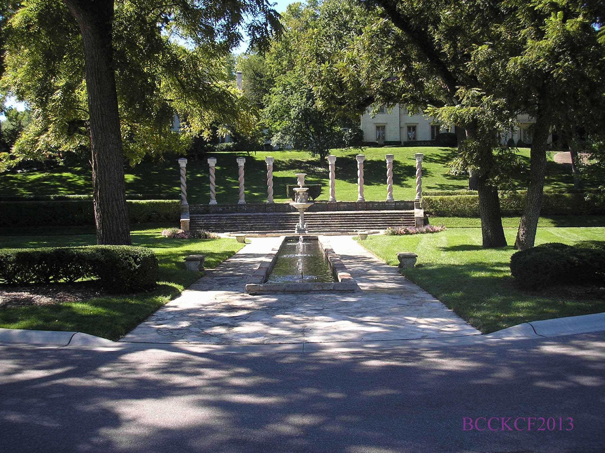 Swan Fountain Mission hills kansas, Mission hills, Fountain