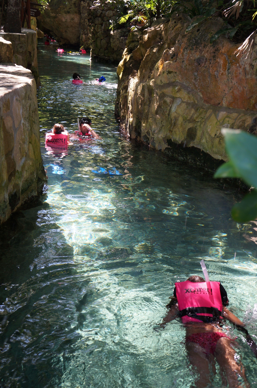Dejate Impulsar Por Las Corrientes De Agua Fresca En Los Rios Subterraneos De Xcaret Xcaret Cancun Mexico
