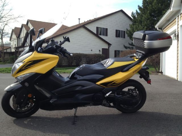 2009 yamaha t max 500 scooter yellow and black 13 000 miles for sale in lisle il. Black Bedroom Furniture Sets. Home Design Ideas