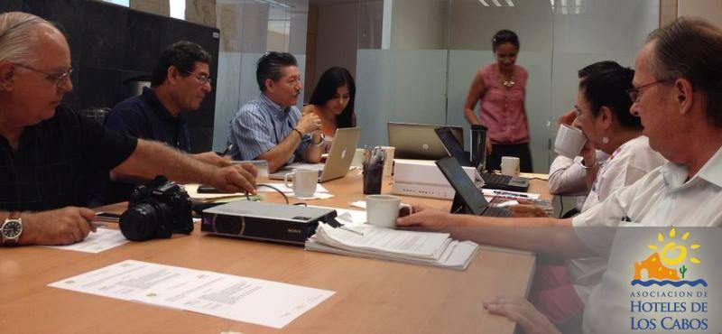 les compartimos algunas fotografías de la sesión de trabajo para las revisiones del POEL (Programa de Ordenamiento Ecológico de Los Cabos) que se lleva a cabo en conjunto con SEMARNAT. #AHLC #AccionesAHLC