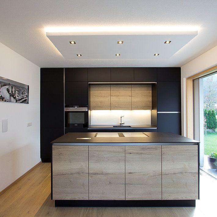 Schwarze Kuche Kuchenstudio Tischlerei Laserer In Salzburg Oo Kuche Schwarz Kuche Mit Kochinsel Kuche Dachschrage
