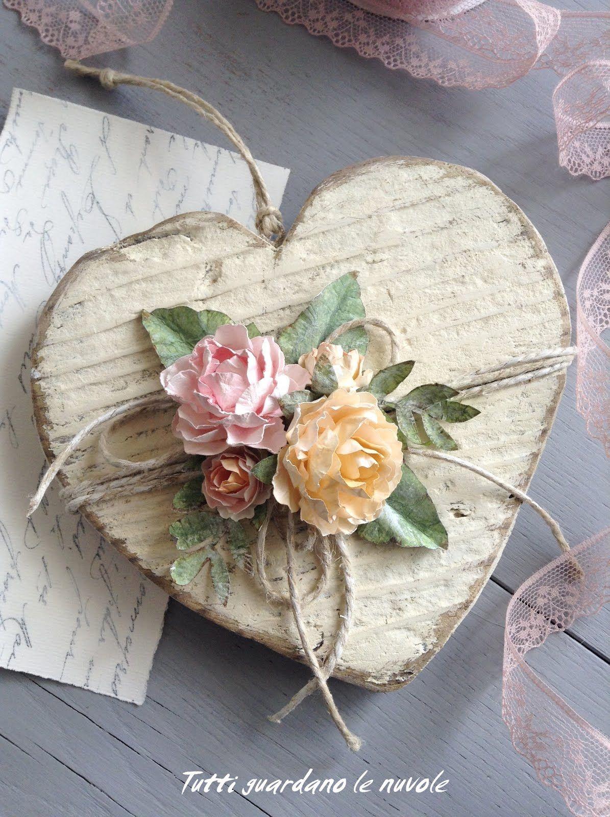 Photo of Un cuore in legno squallido, rifinito con rose di carta fatte a mano. Tutorial ros …
