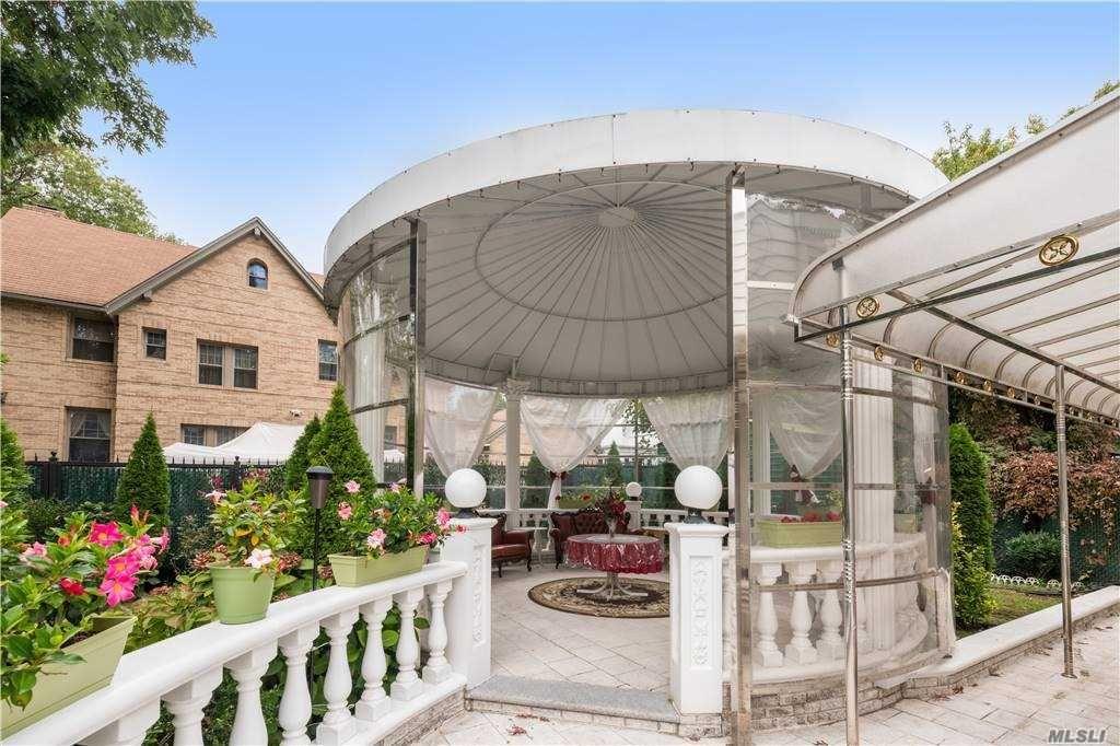 78fc09b5943916bd6c1c7fffa9b15fe8 - Kew Gardens Road House For Sale