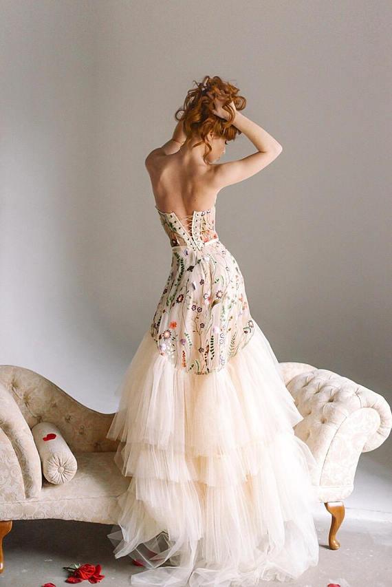 3bd847cc979 Flower nude wedding dress