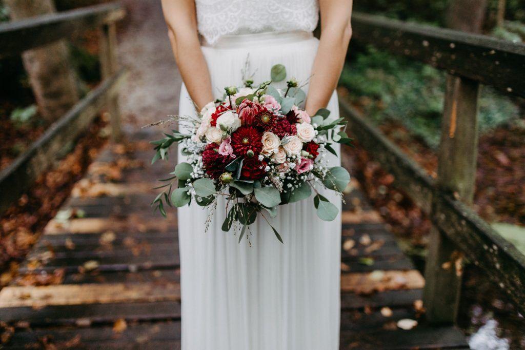Eine Herbsthochzeit auf dem Land | Hochzeitsblog The Little Wedding Corner #fallbridalbouquets