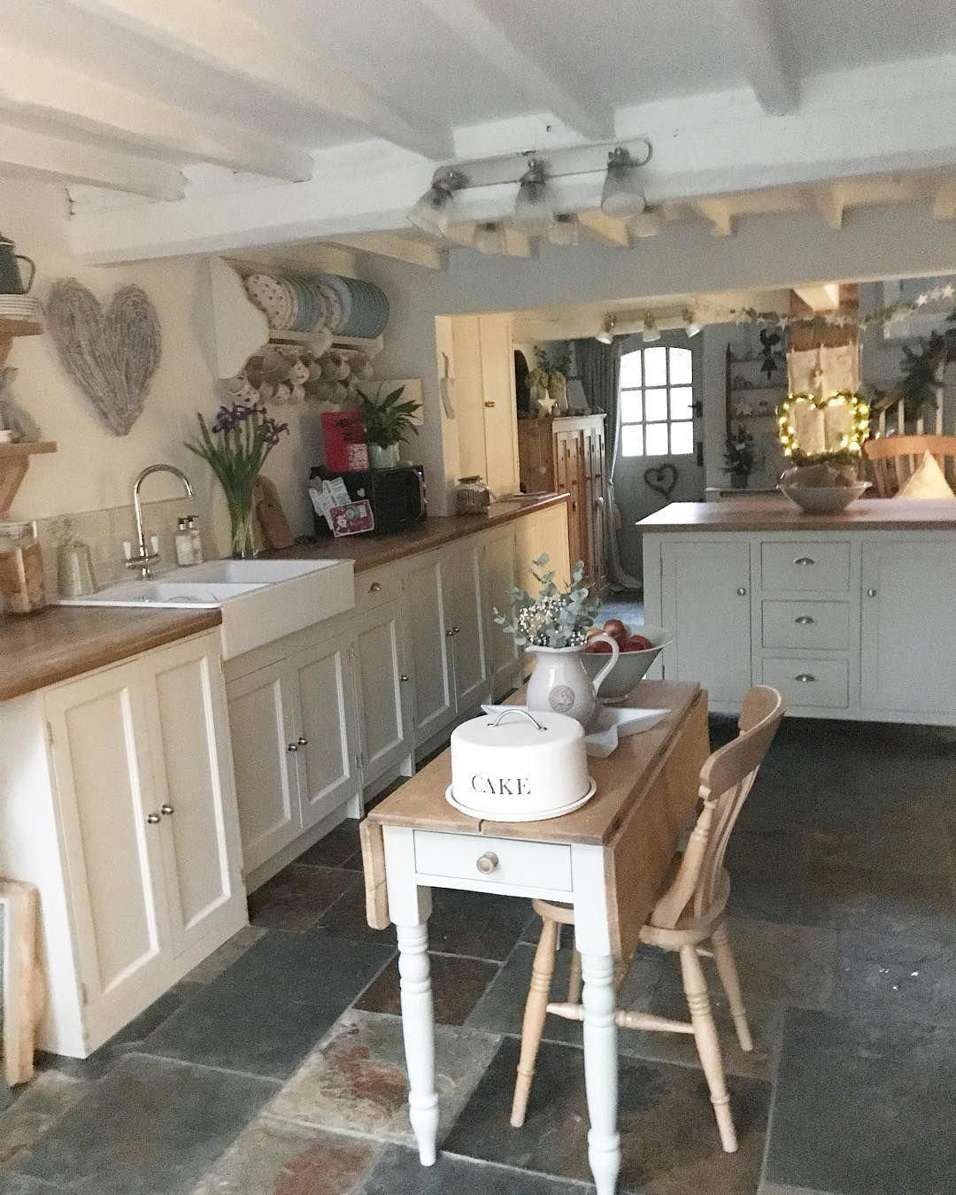 Look Into These Wonderful Approaches For Old Fashioned Countrycottagebedrooms In 2020 Farmhouse Kitchen Design Country Kitchen Home Kitchens