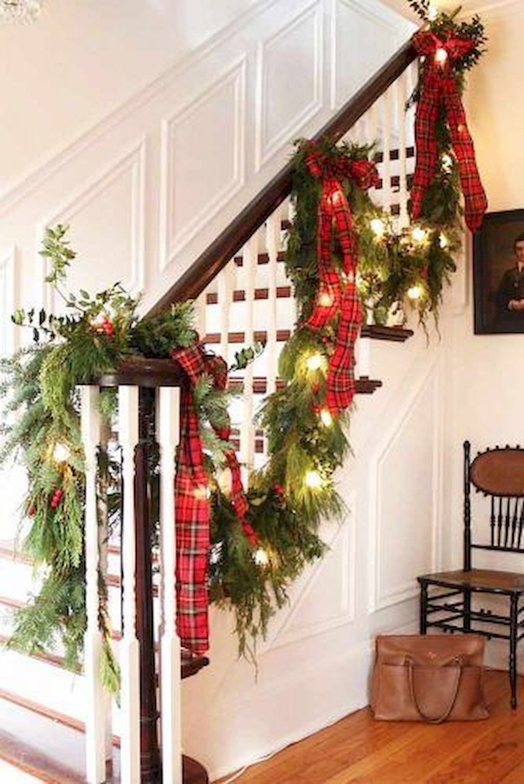 Brilliant Christmas Garland Decorating Ideas With Images Christmas Staircase Decor Christmas Stairs Decorations Christmas Staircase