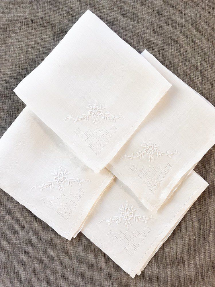 Vintage White Linen Napkins Embroidered 4 Napkin Set Whitework Linen Napkins Vintage Table Linen White Linen Napkins Vintage Table Linens Linen Napkins