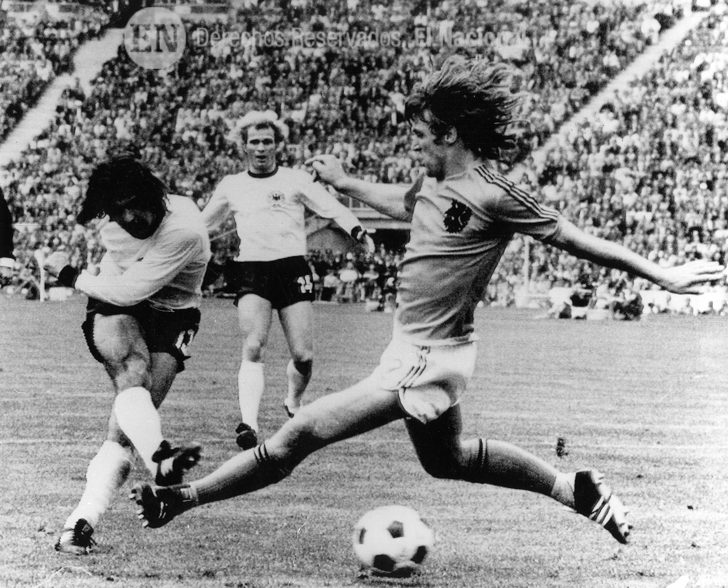 El jugador alemán Gerd Müller anot³ 14 goles en 1970 y 1974 Es el