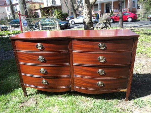 Antique Mahogany Curved Front 8 Drawer Dresser 300