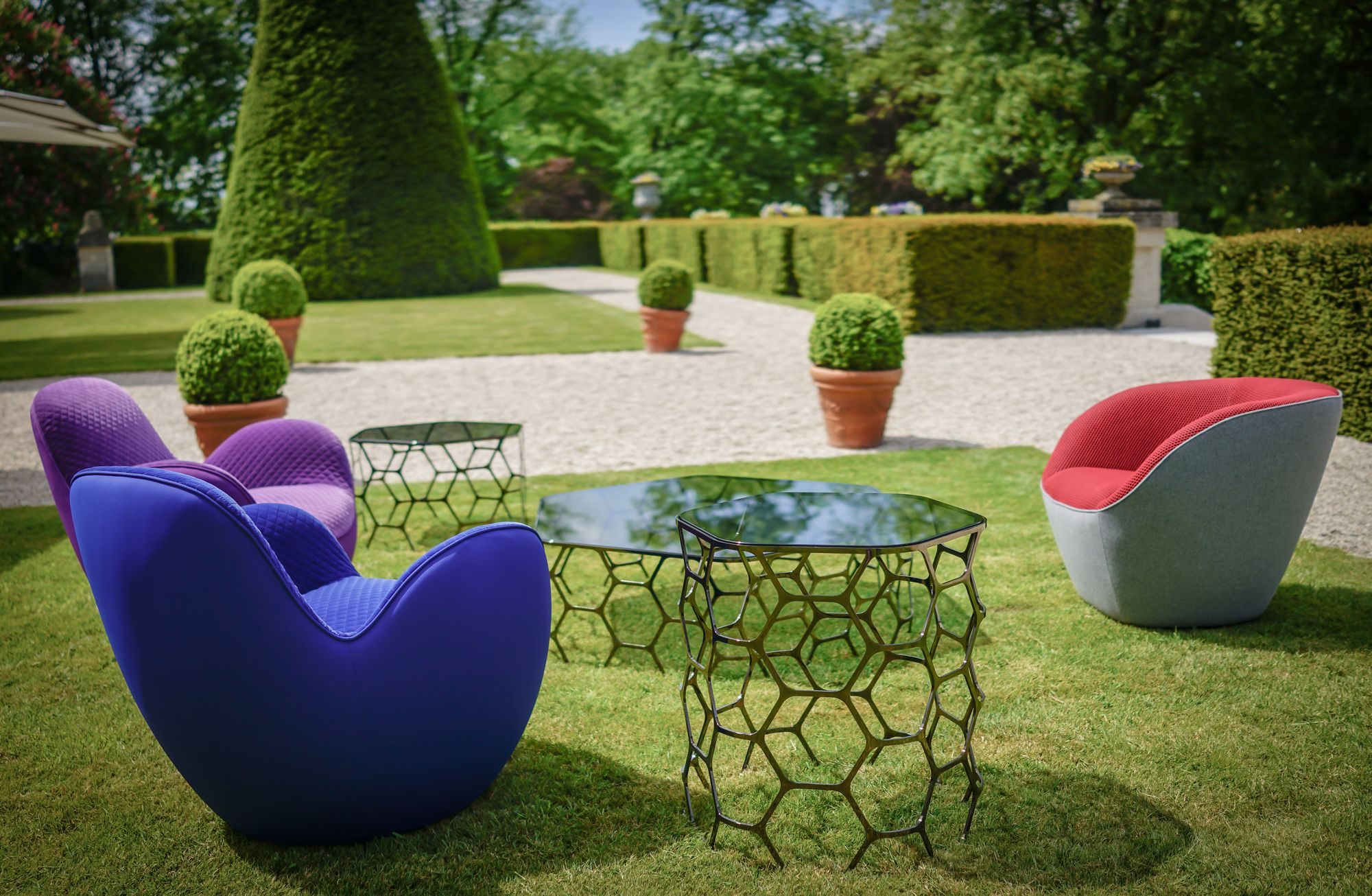 Sacha Lakic The Aircell Edito Armchairs And The Pollen Table Collection Domaine Les Crayeres Reims C Sachalakic Sachalakic R Sillones Sillas