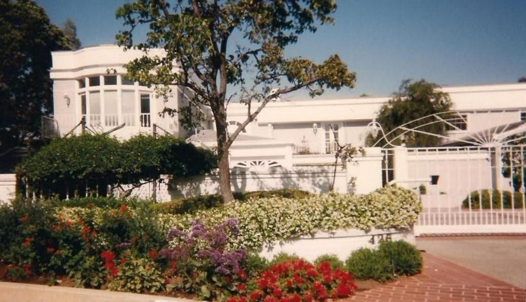Joan Crawford S Home In Brentwood Celebrity Houses Hollywood Homes American Mansions