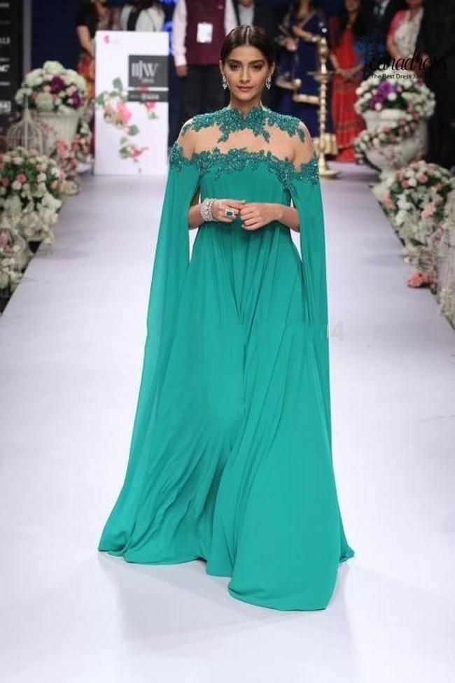 2016 New Arrival Emerald Green Muslim Evening Dresses High Neck Lace Applique Chiffon Arabic Long Sleeves Prom Dresses Party Dubai Dresses