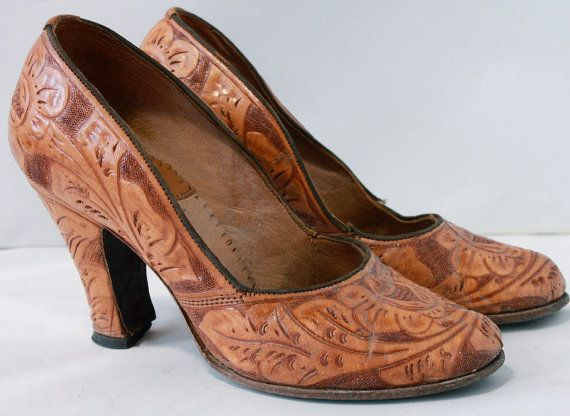 RARE Vintage 1940's Tooled Brown Leather Spanish Heels // made in Mexico
