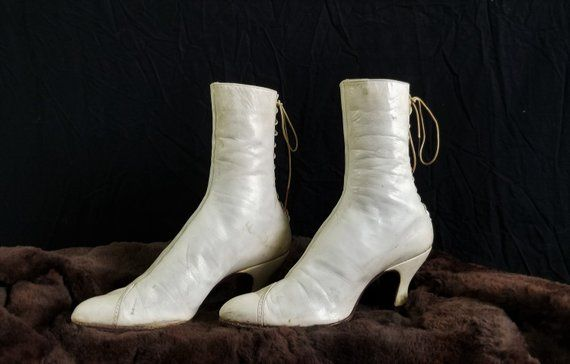 Bottines 1900 en cuir blanc | Mode ancienne | Boots, Heeled