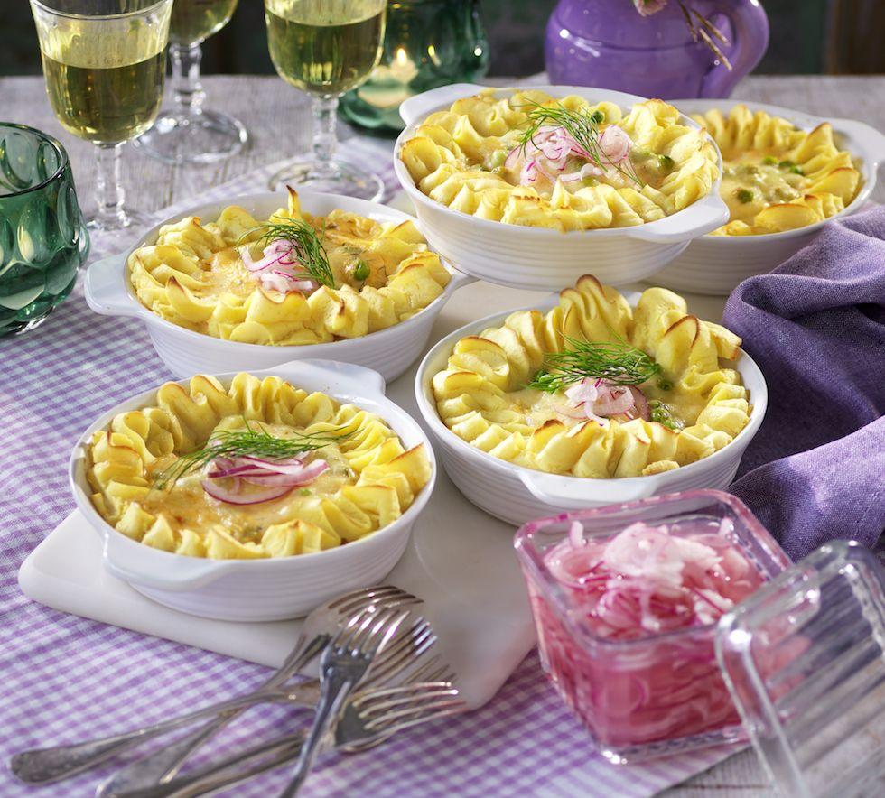 Ät en god middag ikväll! Gör en festlig fiskgratäng med citronsås och snabbpqicklad lök!