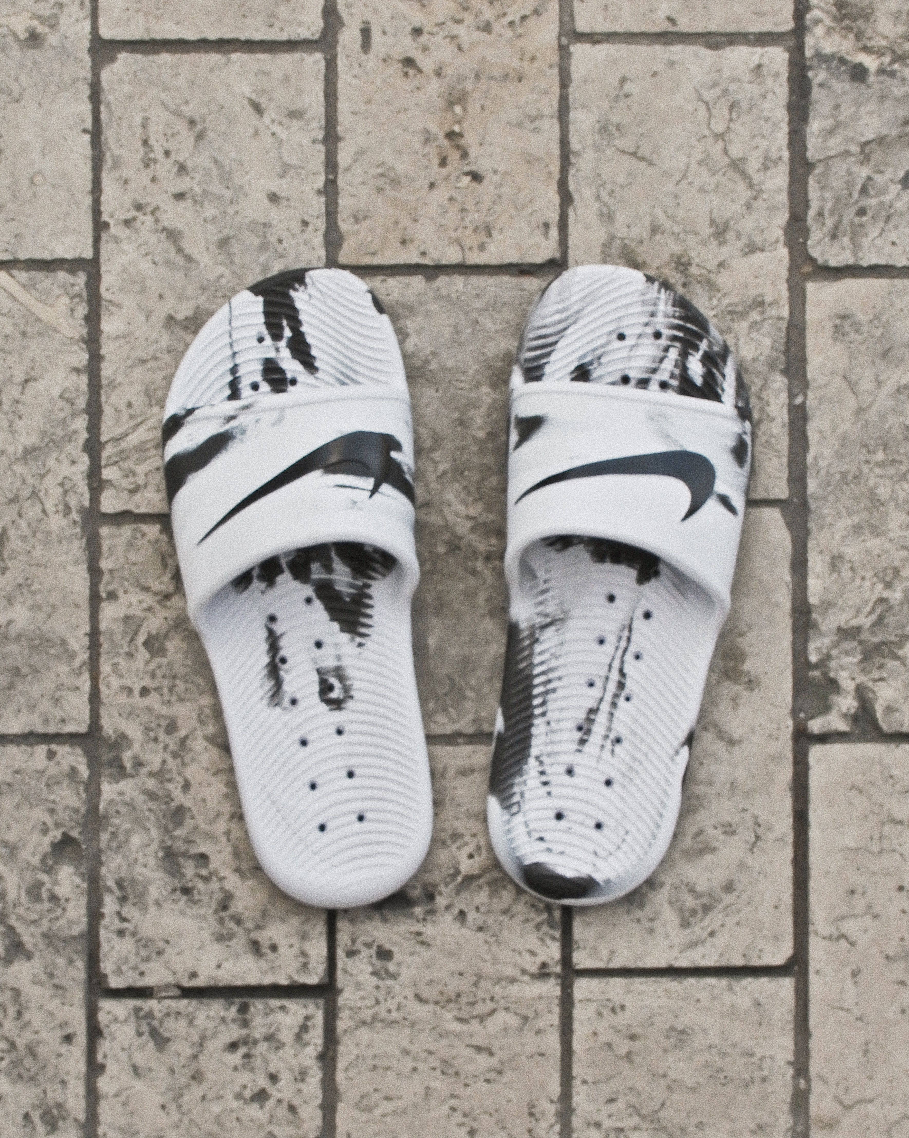 official photos 66563 19e5b The Nike Kawa Shower Men s Slide is designed to help feet recover after  competition. A textured Solarsoft footbed and flexible foam outsole offer  ...