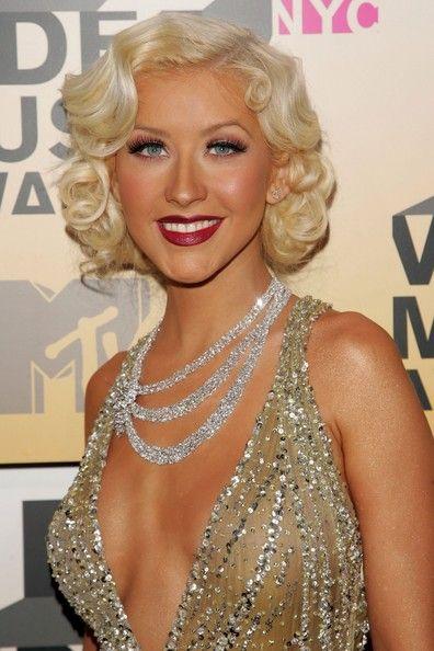 Christina Aguilera Retro Hairstyle Retro Hairstyles Vintage Hairstyles Hair Styles