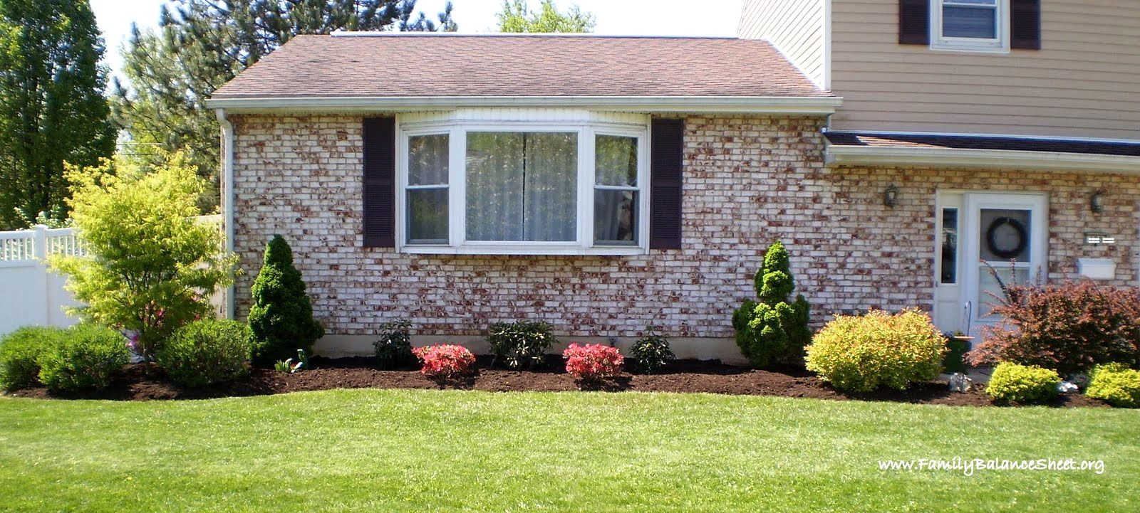 Landscaping ideas front yard ranch style home front yard for Simple front landscape ideas