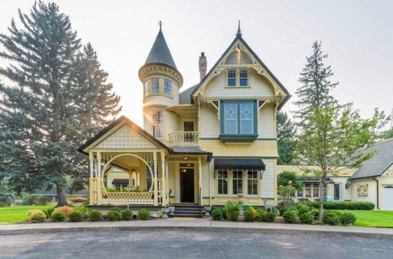 1898 Victorian In Missoula Montana Captivating Houses In 2020 Victorian Homes Old Victorian Homes Victorian Homes Exterior