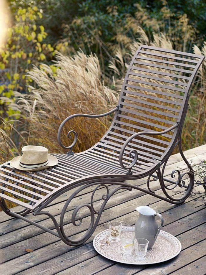 Gartenliege Im Aussenbereich Gestalten Sie Eine Coole Erholungsecke Gartenliege Gartenliege Design Gartenstuhl Metall