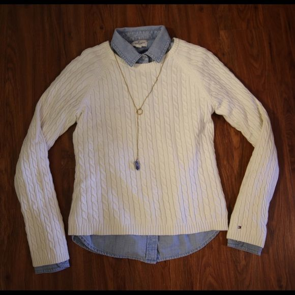 Tommy Hilfiger cable-knit Sweater Cable-Knit Tommy Hilfiger sweater! Very gently worn, in very good shape! Tommy Hilfiger Sweaters Crew & Scoop Necks
