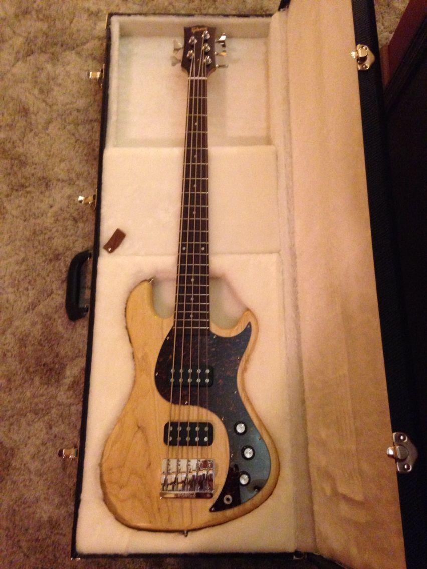 Pin på Bass guitar