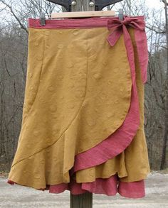 Wrap skirt pattern (free). Reminds me of a favorite skirt from years ago. Lovely!