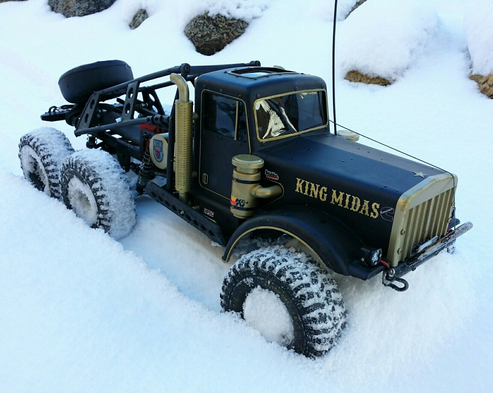 King Midas 6x6 out in the snow, Axial based, ToyZuki chassis