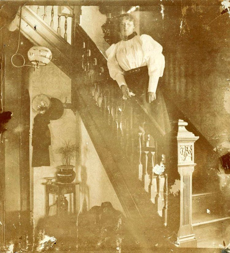 Victorian and Edwardian Interior: 38 Rare Photos Show Everyday Life of People in Their Houses Over 100 Years Ago ~ vintage everyday #victorian