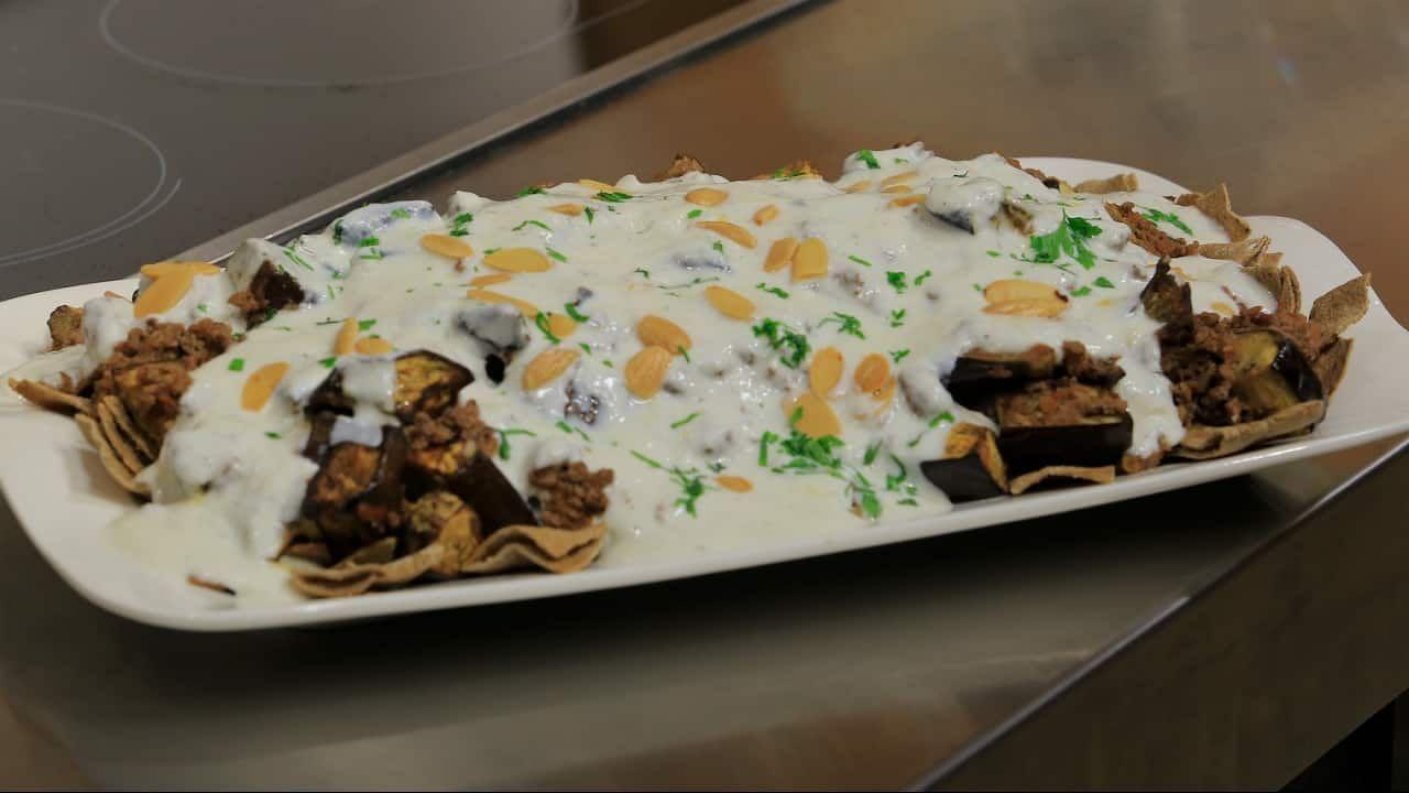 طريقة تحضير فتة المكدوس حلوة Recipe In 2021 Food Desserts Arabic Food