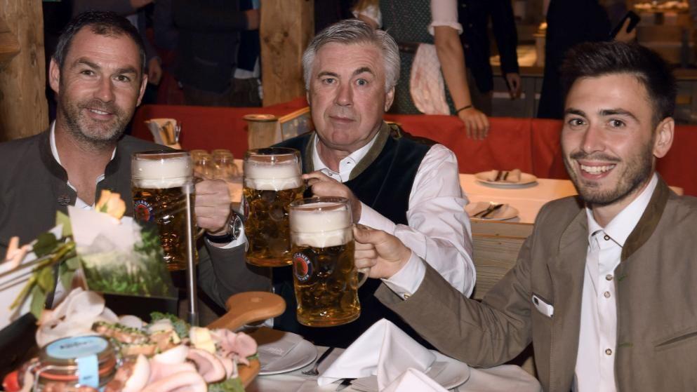 Carlo und Davide Ancelotti auf dem Oktoberfest