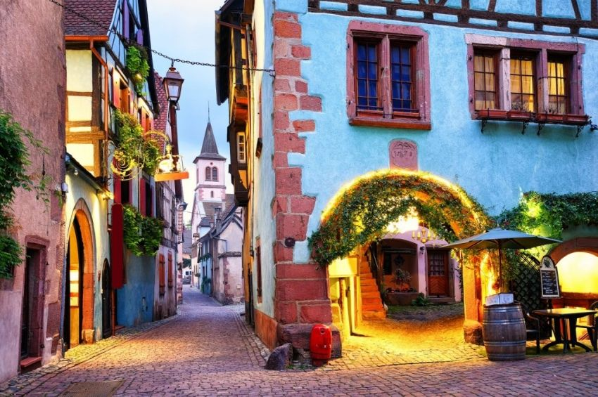 Ovde su kuće kao iz bajke Uske ulice, cvetne terase i