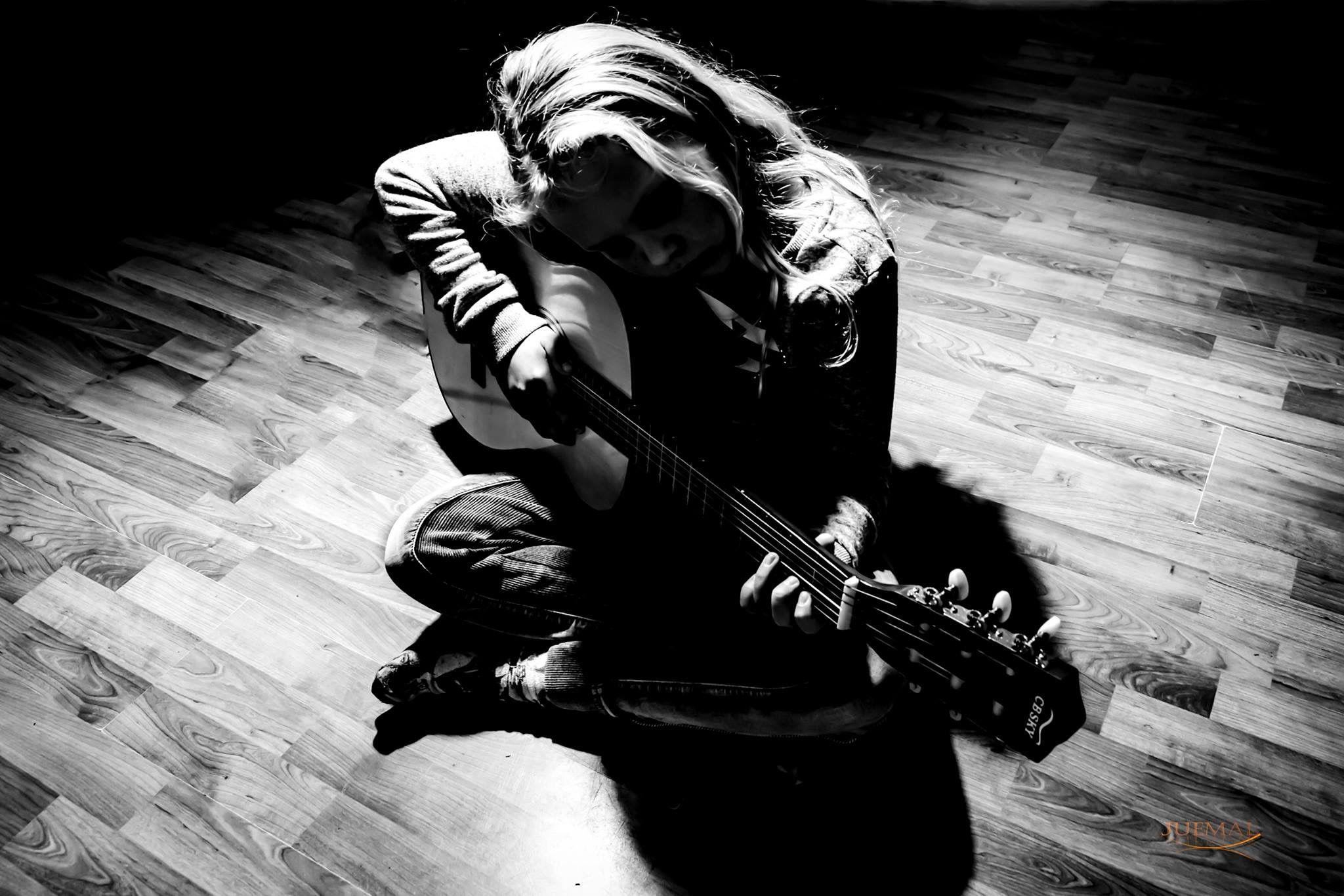 Guitar child