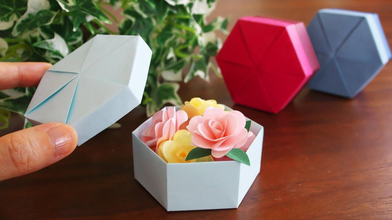 Comment Realiser Un Coffret Hexagonal Diy How To Make A Hexagonal Gift In 2020 Origami Gifts Paper Box Diy Candy Gift Box