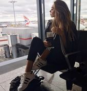 30 Cool Posing Ideas To Battle Boredom In The Airport  Feminine Buzz
