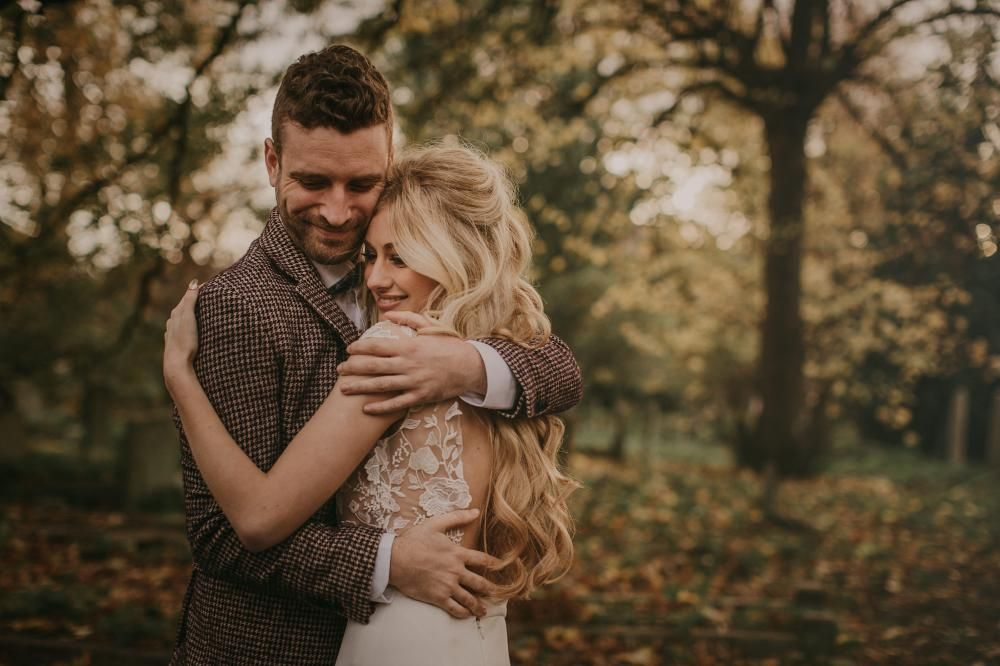 Intimate London Elopement With Bride In Rime Arodaky With Styling by Paloma Cruz Eventos, Flowers by Grace & Thorn | Images by Pablo Laguia | Wedding Film by Older Garcia