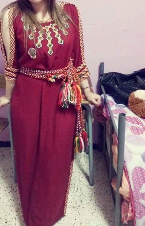 Robe kabyle moderne Robes De Maison Kabyles, Les Robes Kabyle 2017, Bijoux  Kabyle,