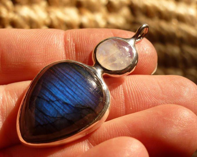 Arco iris moonstone y labradorita mariposa declaración collar