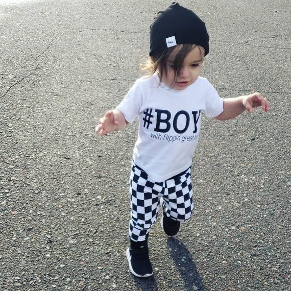 Photo of JUNGE mit flippin großem Haarkleinkind-T-Stück Baby-T-Shirt Kinderhemd Anti-Haarschnitt langer Haarjunge