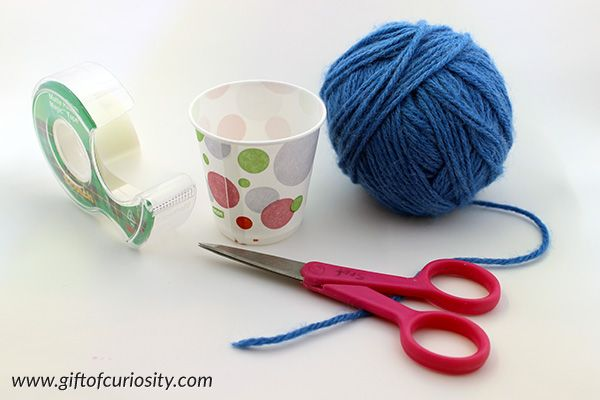 Cup weaving fine motor craft | Kids can make beautiful woven cups with yarn and a bit of patience | #finemotor #artsandcrafts #giftofcuriosity || Gift of Curiosity