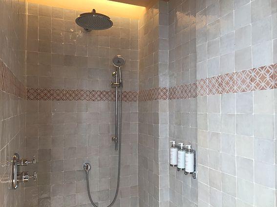 les ateliers zelij salles de bain ateliers zelij zeliges marocain pinterest. Black Bedroom Furniture Sets. Home Design Ideas