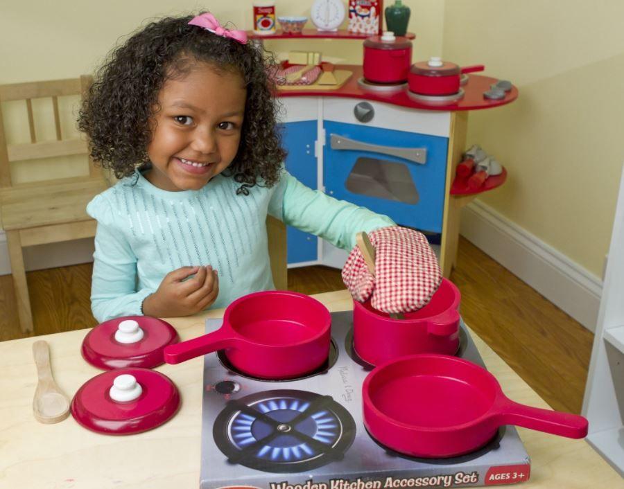 melissa doug deluxe wooden kitchen accessory set pots pans 8 rh pinterest es