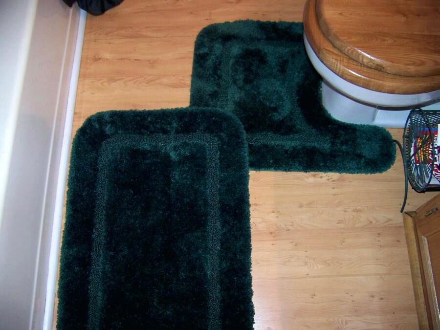 Brainy Dark Green Bathroom Rugs Figures New Dark Green Bathroom Rugs And Enchanting Hunter Green Bathroom Rugs With Dark Green Bathroom Rugs Rug Designs 46 Dar