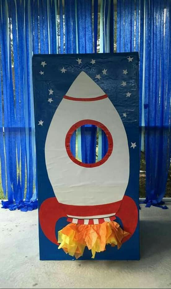Pin By Diattaalice On Planetas Diy Rocket Space Theme Party Space Birthday Party