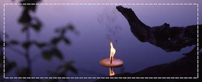 Järviroihu = kookas kynttilä, joka kelluu vedessä.