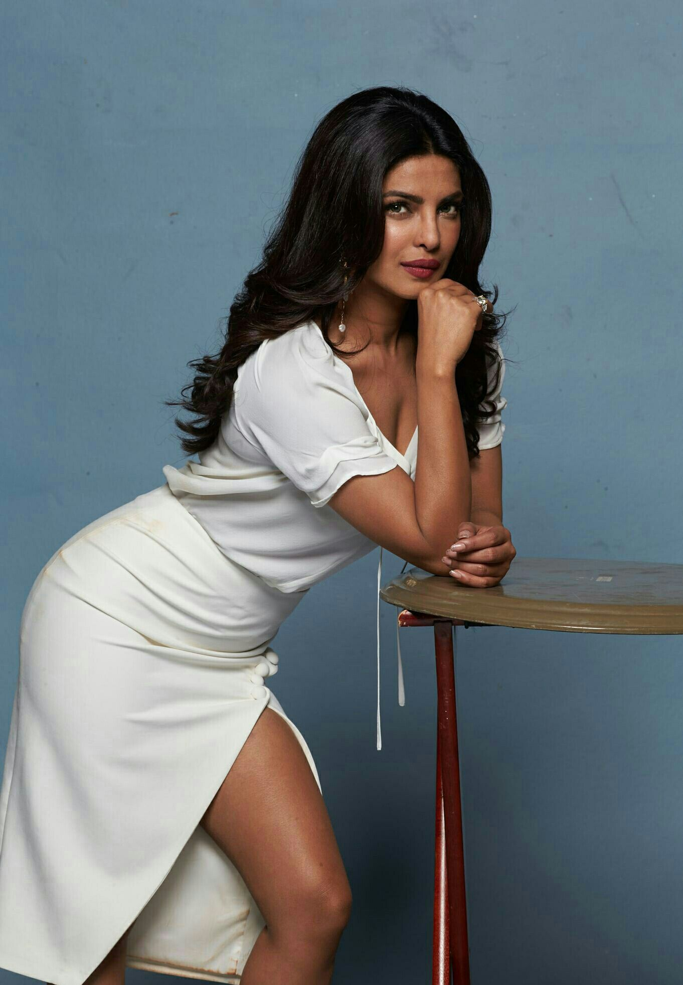 priyanka chopra hot sexy boobs cleavage sideboob ass legs leg-bomb